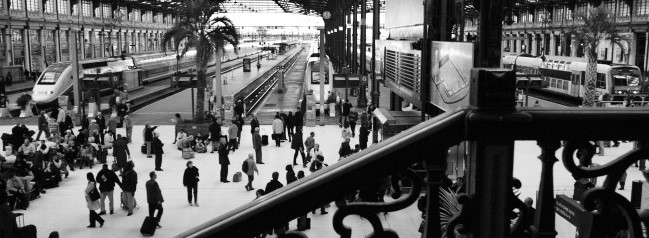 black_and_white_pic_train_station2