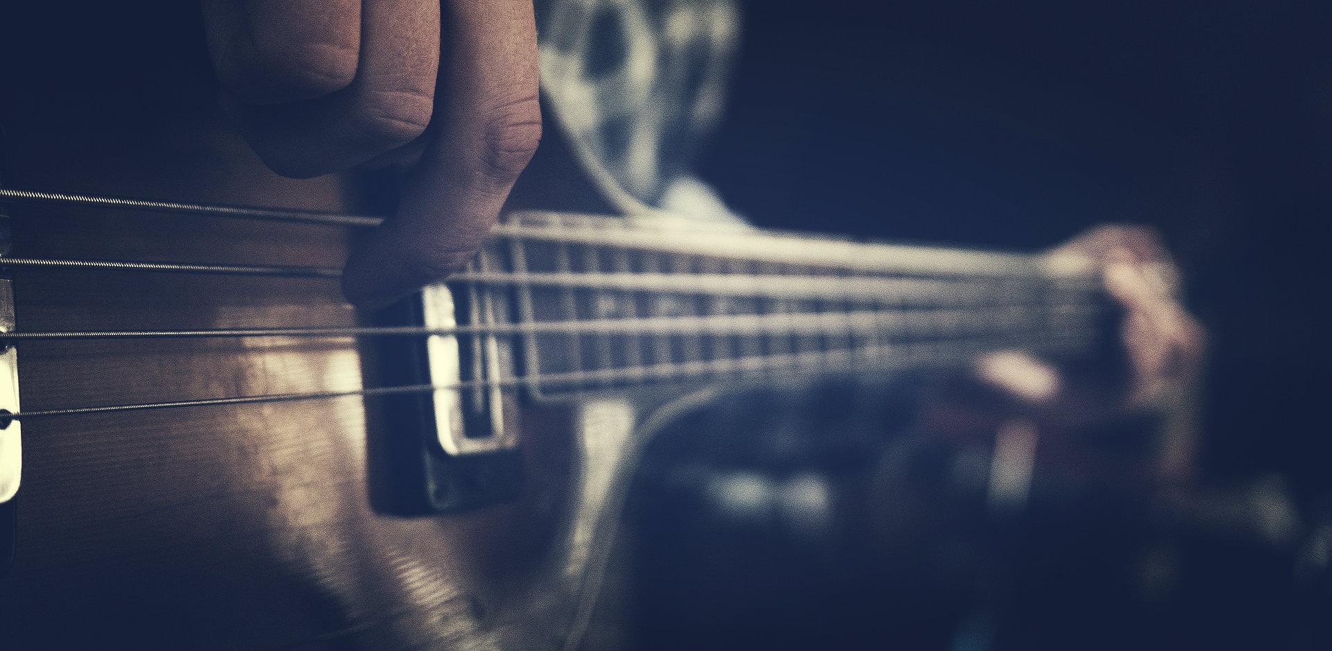guitar-1837044_1920